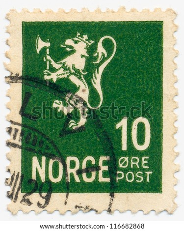 NORWAY - CIRCA 1925: A stamp printed in Norway, shows the Lion Rampant on green, circa 1925