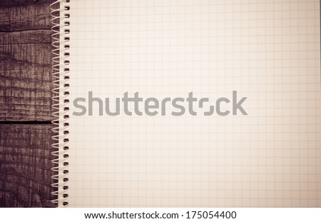 Note paper on wooden background