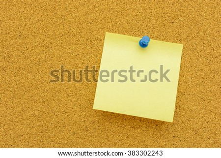 Note paper with blue  pin on the cork board