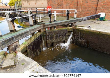 NOTTINGHAM, ENGLAND - OCTOBER 19: Canal in operation at Nottingham canal. In Nottingham, England. On 19th October 2016.