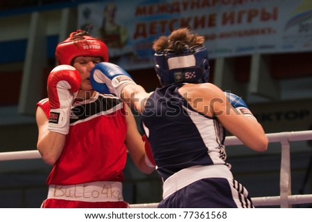 NOVOSIBIRSK - MAY 15: Russian Championship in women's boxing. The battle between the  Belyaeva(red) and Gladkova(blue) on May 15, 2011, Novosibirsk Russia