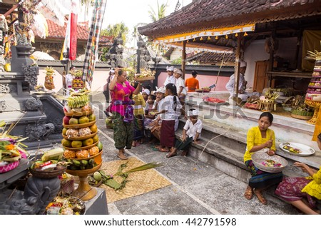 NUSA PENIDA-BALI, INDONESIA - JUNE  25 2016 : traditional Hindu ceremony,  June 25 .2016 in Nusa Penida-Bali, Indonesia - stock photo