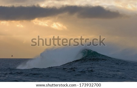 Ocean  with big wave on cloudy day.