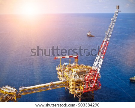 Offshore oil refinery