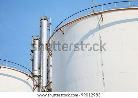 Oil and Gas Refinery Plant with distillation column and tank