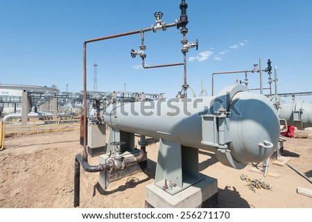 Oil separator with gas pipelines