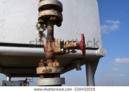 Oil valve with rocking in the background
