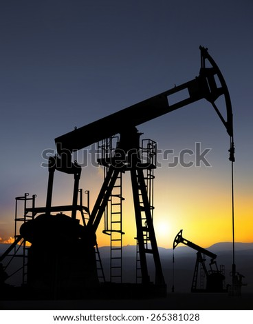oil well pump extracting