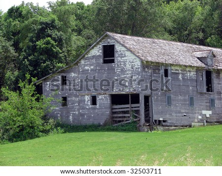 old abandoned white barn rural building