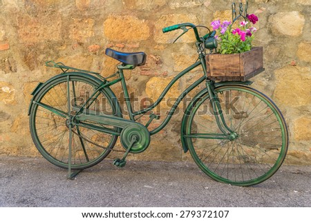 Old bicycle in a street of a Tuscan village