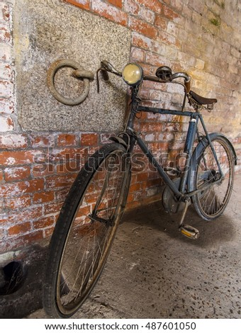 Old bicycle in abandoned room