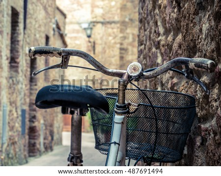 Old bicycle in the medieval village of Pienza