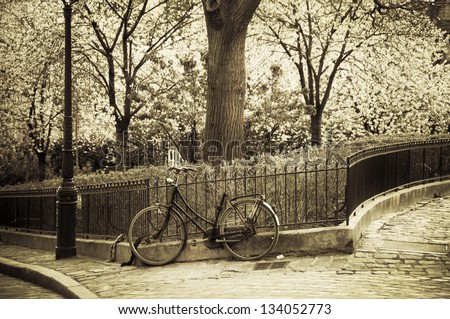 Old bicycle leaning against a fence in Montmartre (Paris, France)