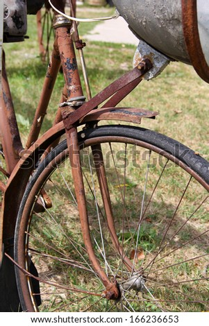 Old bike that is not in a usable condition