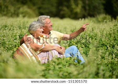 old couple in the middle of the field with white flowers