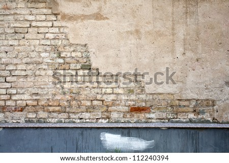 Old cracked wall of stone bricks