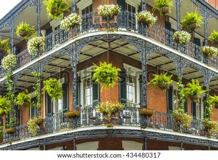 Старые дома нью-орлеан французский квартал - стоковое фото h.