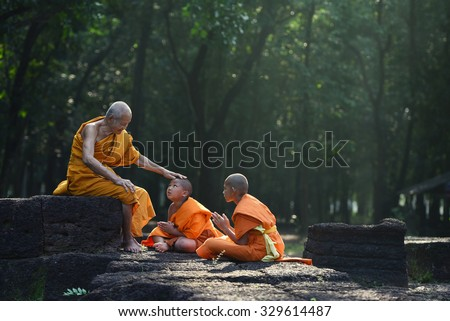 Old Monk teaching a little monks with kindly mind