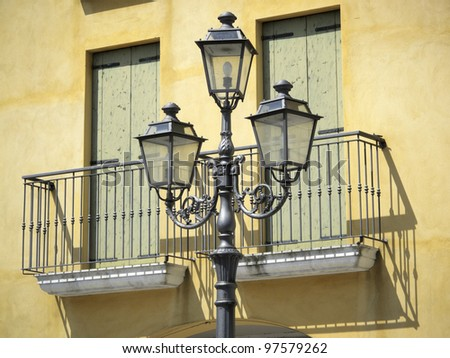 Old style streetlight and house facade