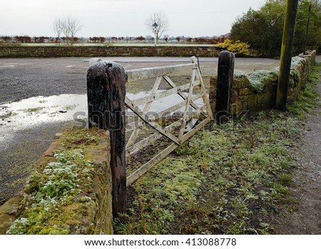 Old vintage wooden gate to the farm in Cheshire (UK) during frost - stock photo