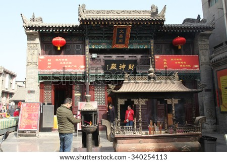 On February 16, 2015, chenghuang temple in xi 'an street, mammon tourists. Tourism scenic area, is an ancient building is the city god temple near hui street.