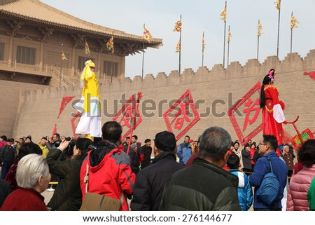 On February 24, 2015 tourists xian da national park in China, free of the performance of folk artists of shaanxi guanzhong core jan cruise, violence.