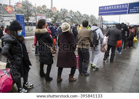 On January 31, 2016, passenger carrying bags in xi 'an railway station to catch the train. This is China a large-scale transportation pressure before and after the New Year.