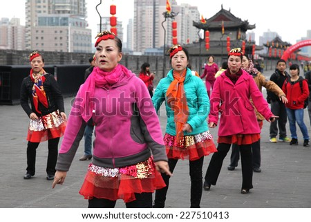 "On November 1, 2014 in xi 'an ancient city wall of Ming dynasty, a group of older women played a popular dance ""apple"", called on the people's happy life, love sports, keep healthy."