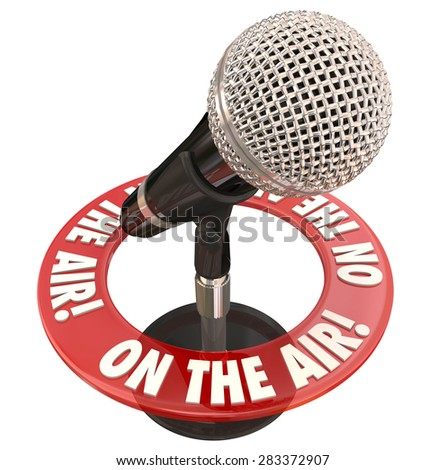 On the Air words in a ring around a microphone to illustrate a live report or interview on radio or podcast program