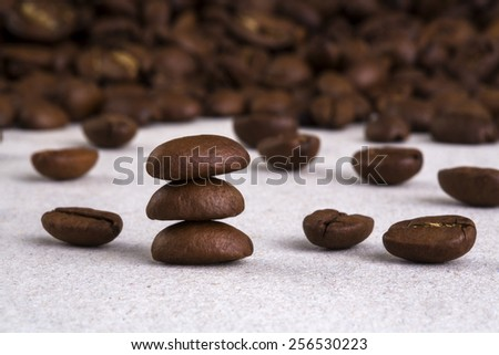 On the table scattered coffee beans and assembled one to the other.