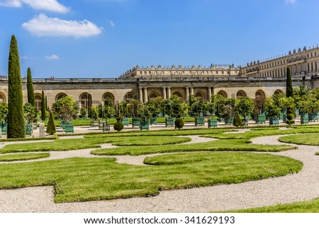 Orangerie Parterre built by Jules Hardouin-Mansart (1684 - 1686) in Versailles palace. Paris, France. It features 1,055 trees, including palm trees, oleanders, pomegranate, eugenias and orange trees.