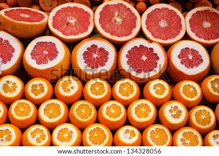 Oranges and grapefruits on a Turkish market