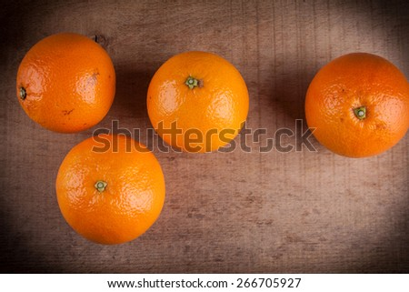 Oranges ona wood table