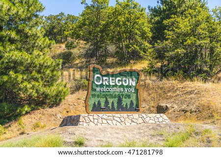 Oregon welcome you,state sign near by the road,Oregon,usa. for editorial. 08/18/16.
