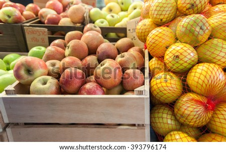 Organics apples and lemons at city market