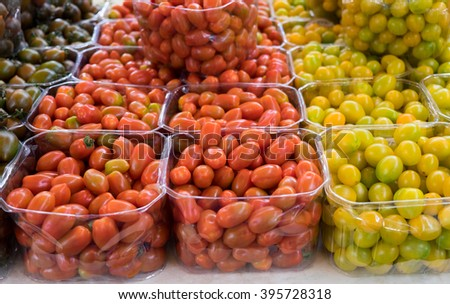 Organics tomatoes at farmers market