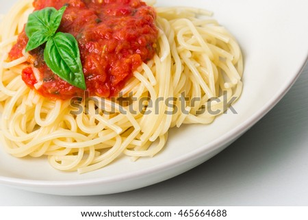 Original Italian Spaghetti with fresh tomato sauce and fresh basil