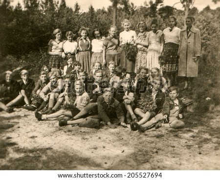 OSENBERGE, GERMANY, CIRCA FIFTIES - Vintage photo of group of children during a school trip - stock photo