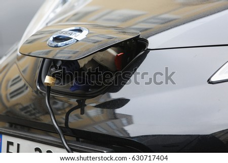 Nissan Leaf Stock Images Royalty Free Images Amp Vectors