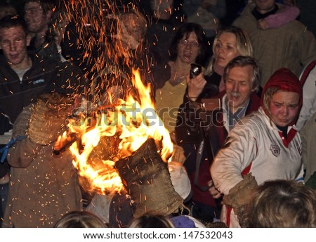 OTTERY ST MARY, GREAT BRITAIN - NOVEMBER 5: An unidentified barrel roller with burning tar barrel running through the crowd at 2007 Tar Barrels of Ottery Carnival on November 5, 2007 in Ottery St Mary