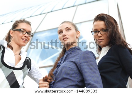 outdoor business girlfriends stay together