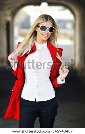 Outdoor fashion portrait of young woman wearing sunglasses