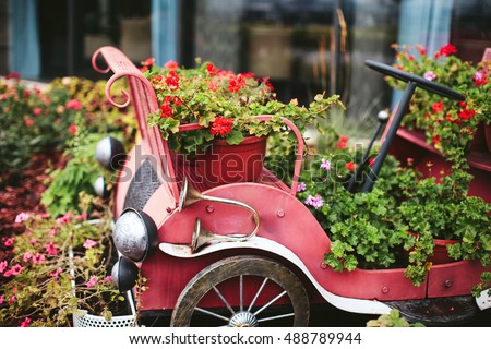 outdoor garden décor, vintage car with flowers