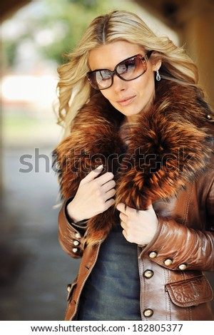Outdoor portrait of young beautiful stylish woman wearing sunglasses
