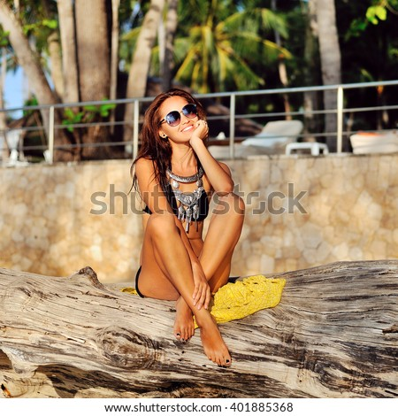Outdoor summer lifestyle portrait of young pretty model woman