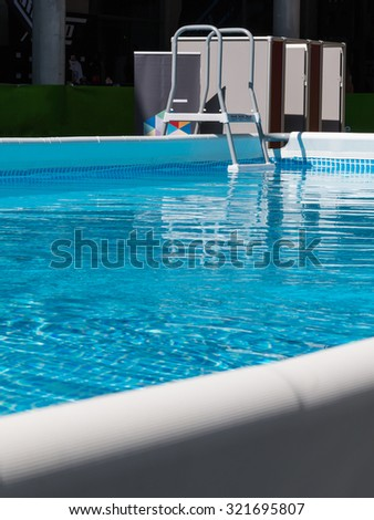 Outdoor Swimming Pool with Step Ladder for Aerobics Fitness