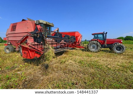 Overloading of rape seed with a combine grain tank car