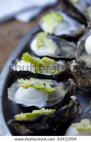 Oysters with cream and broccoli