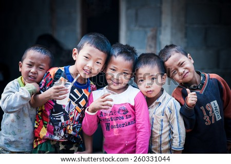 PAANG DANG NOK,CHIANG DAO,CHIANGMAI,THAILAND,MARCH 11:Unidentified Ta'ang ethnic kids  pose for the camera at Paang Dang Nok village on March 10,2015.Ta'ang is minority group live in north of Thailand - stock photo