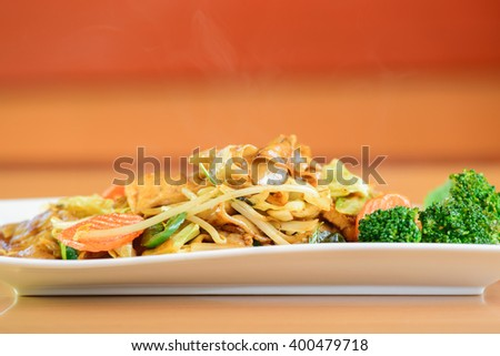 Pad kee mao drunken noodle thai dish with beef and mixed vegetable - stock photo